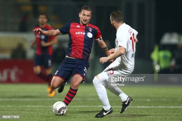 Armin Bacinovic of SS Sambenedettese compete for the ball with Simone Sales of Teramo Calcio 1913 during the Lega Pro 17/18 group B match between...