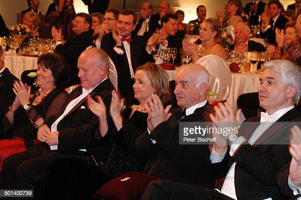 "Armin Mueller-Stahl , daneben Ehefrau Gabriele, Prof. Dr. Georg Milbrandt , dessen Ehefrau , Hans-Joachim Frey , 1. Dresdner ""Semper-Opernball"",..."