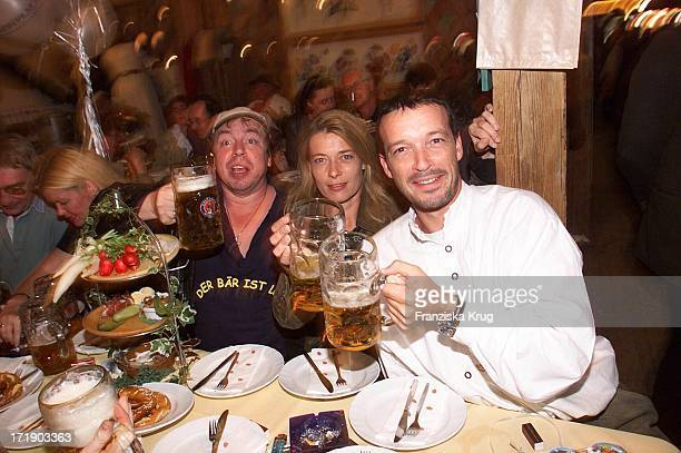 Armin Rohde, Barbara Rudnik und Michael Roll Feiern Auf Dem Oktoberfest In München .