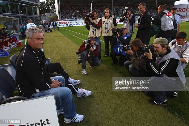 Armin Veh head coach of Frankfurt looks on prior to the Second Bundesliga match between SpVgg Greuther Fuerth and Eintracht Frankfurt at Trolli Arena...