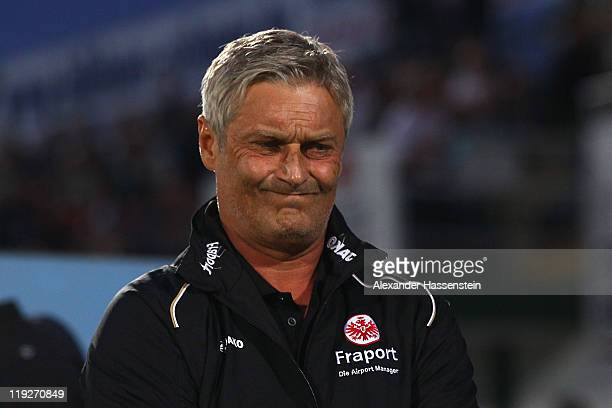 Armin Veh, head coach of Frankfurt looks on prior to the Second Bundesliga match between SpVgg Greuther Fuerth and Eintracht Frankfurt at Trolli...