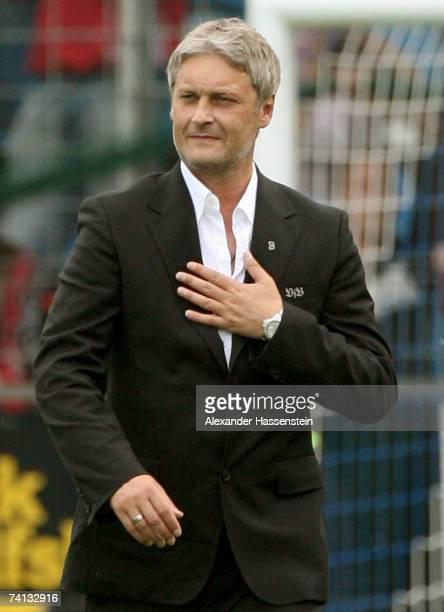 Armin Veh, head coach of Stuttgart, celebrates winning the match after the Bundesliga match between VFL Bochum and VFB Stuttgart at the Rewirpower...