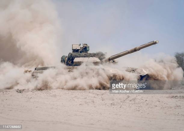 armored tank on dirt land - armored tank stock pictures, royalty-free photos & images