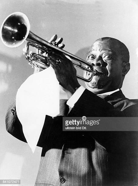 Armstrong Louis *Jazztrompeter Saenger USA Halbportrait spielt Trompete undatiert