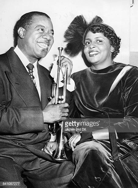 Armstrong Louis *Jazztrompeter Saenger USA mit Ehefrau Lucille beide lachen 1949