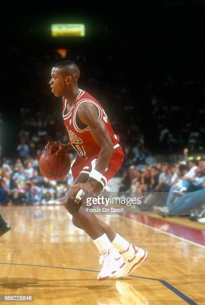 J Armstrong of the Chicago Bulls dribbles the ball against the Washington Bullets during an NBA basketball game circa 1990 at the Capital Centre in...