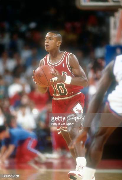 J Armstrong of the Chicago Bulls looks to pass the ball against the Washington Bullets during an NBA basketball game circa 1990 at the Capital Centre...