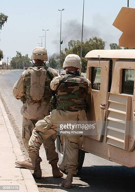 S Army 1st Infantry Division soldiers monitor an ongoing battle between US Forces and Iraqi insurgents June 24 2004 in the city of Baquba Insurgents...