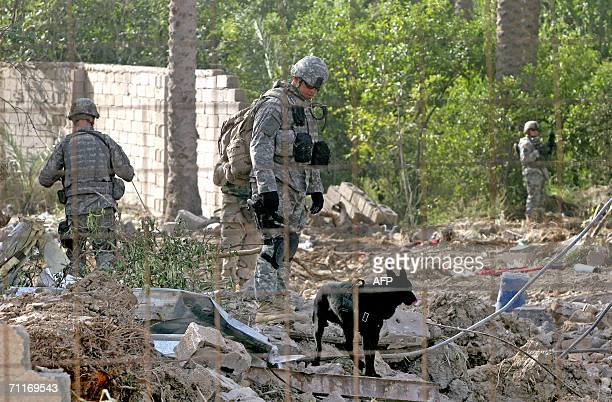 S Army 4th Infantry Division soldiers work at the scene of the recent airstrike against alQaeda leader in Iraq Abu Musab alZarqawi in an isolated...