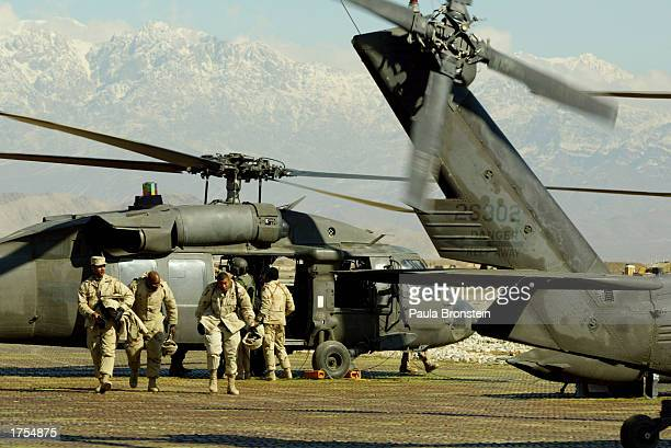 S Army 82nd Airborne soldiers return from Kandahar on a MH60 Blackhawk helicopter at Bagram military base January 31 2003 in Bagram Afghanistan Four...