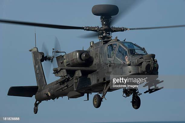 a u.s. army ah-64 apache helicopter. - apache helicopter stock pictures, royalty-free photos & images