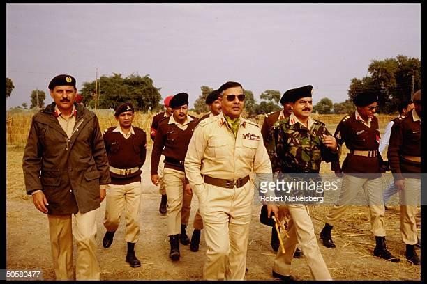 Army bigwigs incl. Lieut. Gen. Gull & Gen. Beg during Zarb-e-Momin exercise, maneuvers simulating India-Pakistan battle.