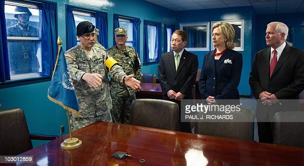 Army Colonel Kurt Taylor briefs South Korean Foreign Minister Yu Myung-Hwan , US Secretary of State Hillary Clinton and US Secretary of Defence...