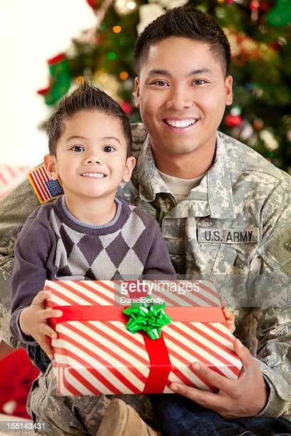army family series: real american soldier with son - army christmas stock pictures, royalty-free photos & images