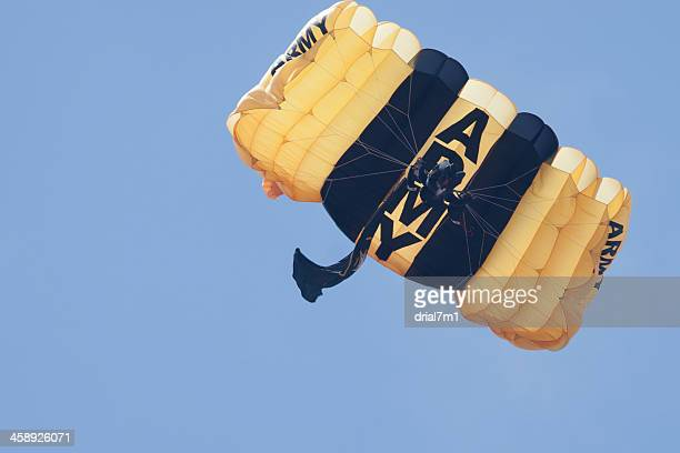 army golden knight paratrooper - paratrooper stock pictures, royalty-free photos & images