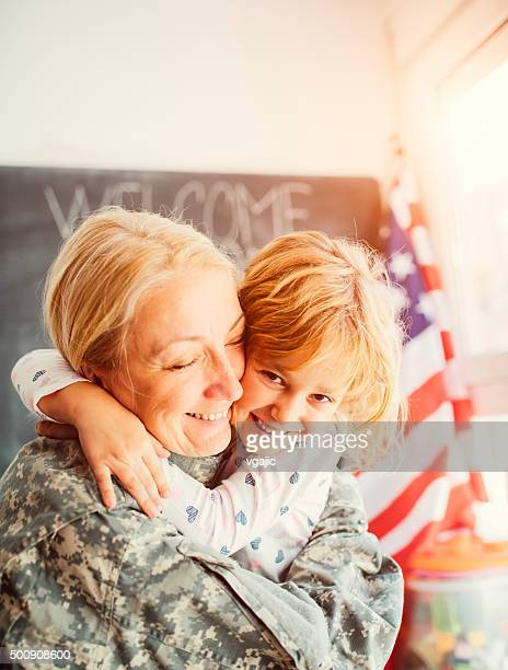 Army Mom reunites with her little girl at home.