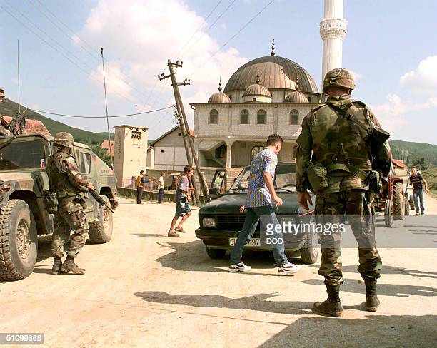 US Army Mps From The 630Th Military Police Company Man A Checkpoint Near Vitina Kosovo On July 28 1999 The Mps Use The Checkpoint To Stop And Search...