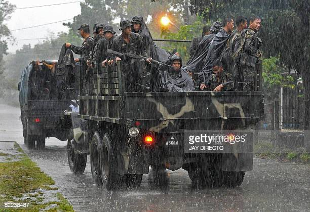 Army reinforcements arrive in the southern Philippine town of Midsayap in north Cotabato Province on August 10 2008 as fighting raged with separatist...