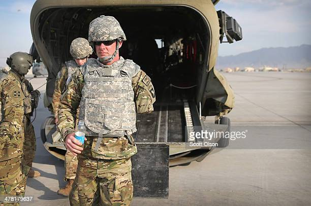 Army SGT Noah Galloway from Birmingham, Alabama arrives back at Bagram Air Field after visiting a forward operating base on March 12, 2014 in Bagram,...