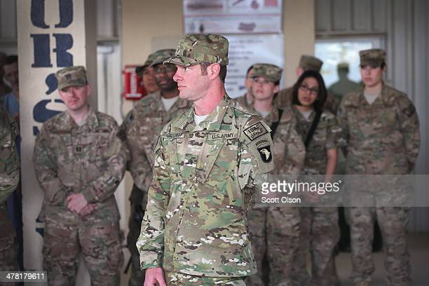 S Army SGT Noah Galloway from Birmingham Alabama speaks to the medical staff at the hospital on Bagram Air Field on March 12 2014 in Bagram...