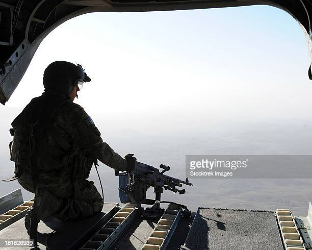 a u.s. army soldier scans the area in the back of a ch-47 chinook over afghanistan. - ch 47 chinook stock photos and pictures