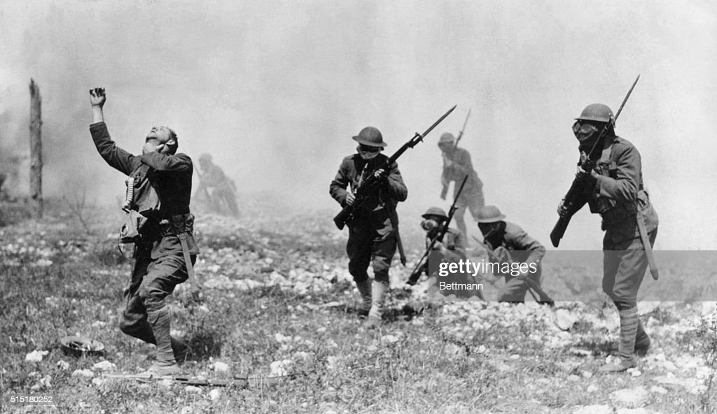 American Troops Staging a Gas Attack, 1918 : Photo d'actualité