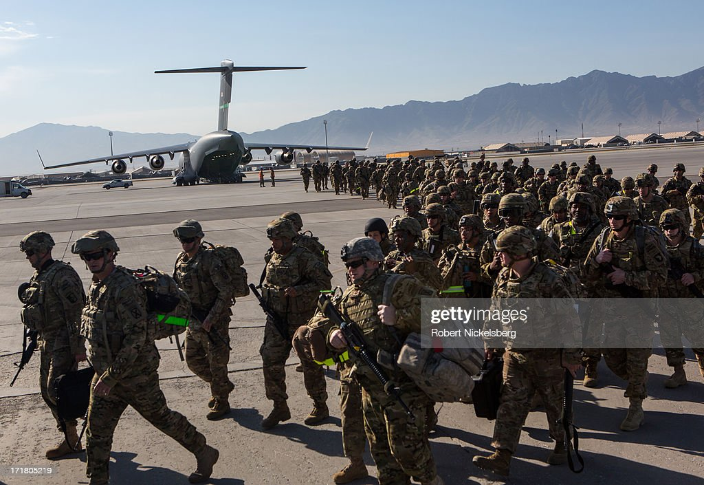 U S  Army soldiers from the 101st Airborne Division march from the