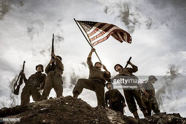 us army soldiers on hill with american flag - marine corps flag stock pictures, royalty-free photos & images