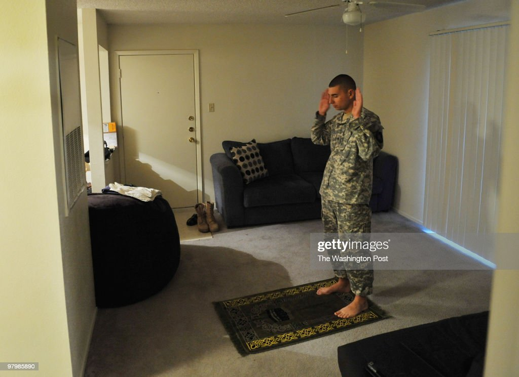 A Muslim Soldier at Fort Hood:  After the Shooting : News Photo
