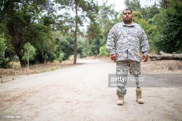 army veteran with prosthetic leg - injured u.s. army stock photos and pictures