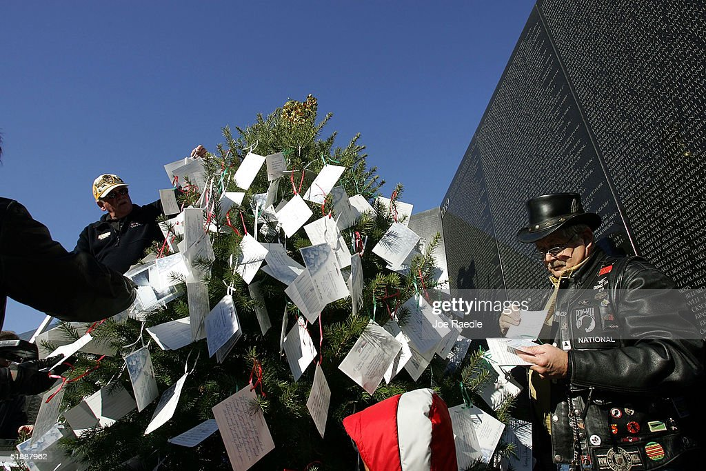 Christmas Tree At Vietnam Memorial Honors Veterans Photos and Images ...