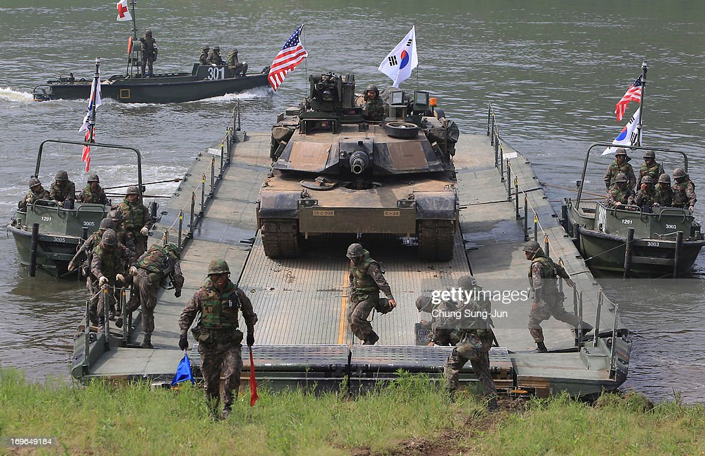 US-South Korean Army Conduct River Crossing Exercise : News Photo