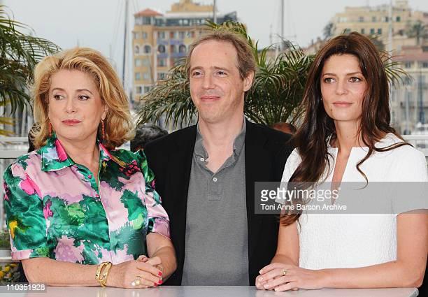 Arnaud Desplechin director with Catherine Deneuve and Chiara Mastroianni attend the Un Conte de Noel photocall at the Palais des Festivals during the...