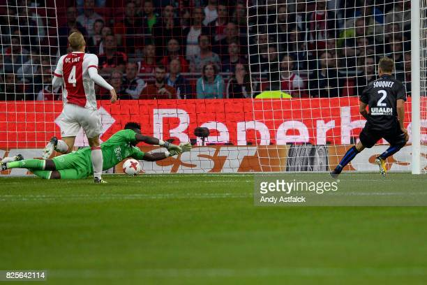 Arnaud Souquet from OSC Nice scores in the second leg match between AJAX Amsterdam and OSC Nice at Amsterdam Arena on August 2 2017 in Amsterdam...