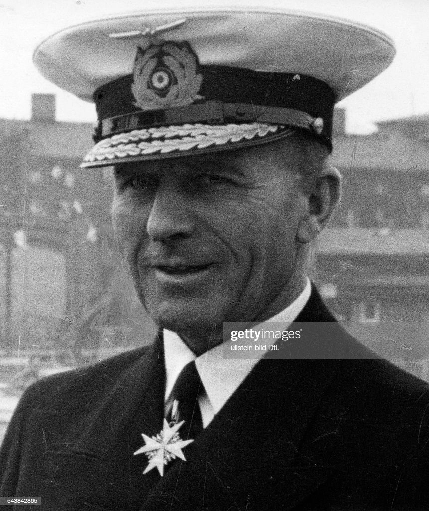 Arnauld de la Periere, Lothar - Naval officer, Vice Admiral, Germany*18.03.1886-24.02.1941+Portraet in Uniform - 1941- Photographer: Presse-Illustrationen Heinrich Hoffmann- Published by: 'Berliner Volkszeitung' 05.03.1941Vintage property of ullstein : Nachrichtenfoto