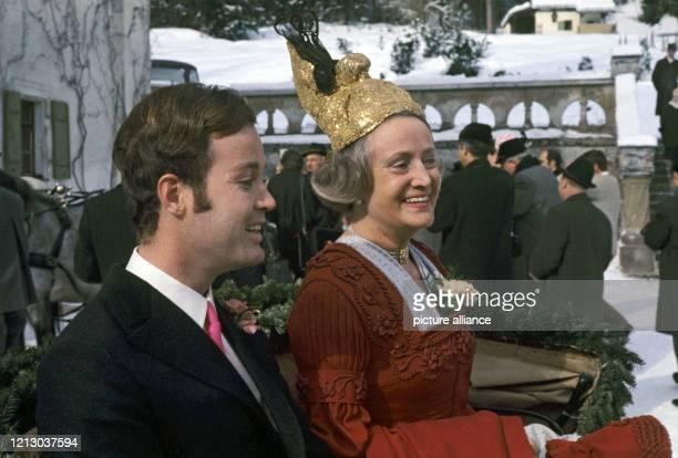 Arndt von Bohlen und Halbach , der Sohn des verstorbenen Großindustriellen Alfried Krupp von Bohlen und Halbach, am mit seiner Mutter Anneliese von...