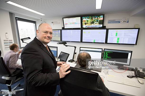 Arne Schoenbohm, President of the Federal Office for Security and Information Technology , in the BSI Situation Centre.