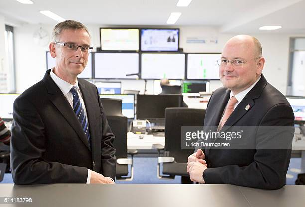 Arne Schoenbohm, President of the Federal Office for Security and Information Technology and Vice President Andreas Koenen, in the BSI Situation...