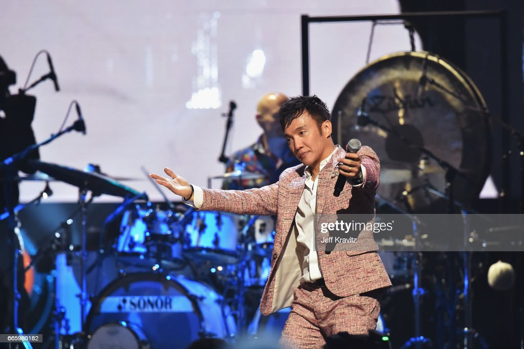 32nd Annual Rock & Roll Hall Of Fame Induction Ceremony - Show : News Photo