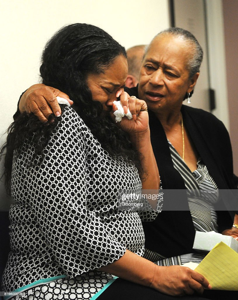 Arnelle Simpson, daughter of former professional football player O.J. Simpson, left, and Shirley Baker, sister of former professional football player O.J. Simpson, react during his parole hearing at Lovelock Correctional Center in Lovelock, Nevada, U.S., on Thursday, July 20, 2017. Simpson has been granted parole nine years into a 33-year sentence and could be released as soon as Oct. 1. Photographer: Jason Bean/Pool via Bloomberg