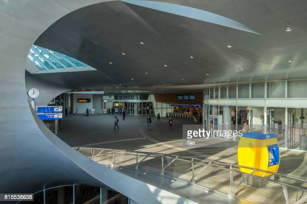 arnhem centraal nieuw ontworpen station in nederland - arnhem stockfoto's en -beelden