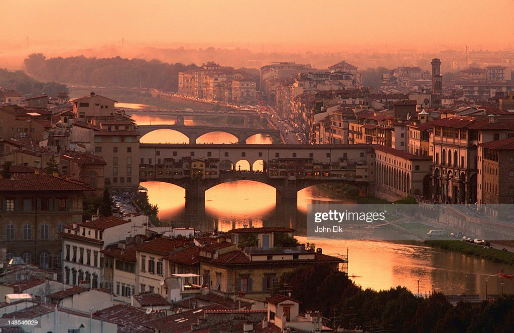 Arno River and Ponte Vecchio from Piazzale Michelangelo at dusk. : Foto de stock