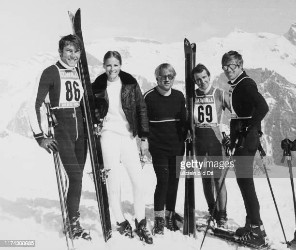 Arnold AlpigerCamilla Sparv Richard Gregson Peter Rohr Robert Redford während Dreharbeiten zum Film The Downhill Racer 1969