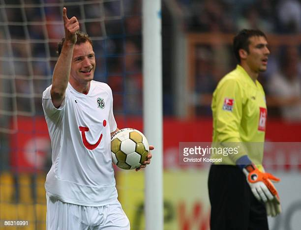 Arnold Bruggink of Hannover celebrates his first goal and Daniel Fernandes of Bochum looks dejected during the Bundesliga match between VfL Bochum...