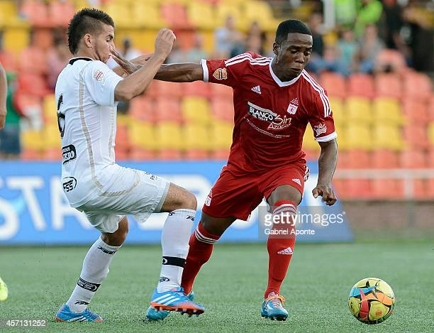 Arnold Palacios of America de Cali struggles for the ball with Marlon Sierra of Llaneros FC during a match between America de Cali and Llaneros FC as...