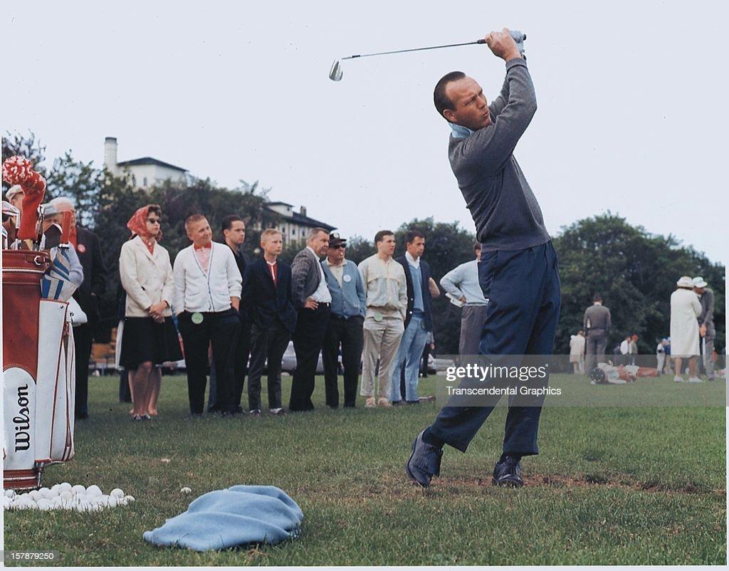 Arnold Palmer Pensive : News Photo