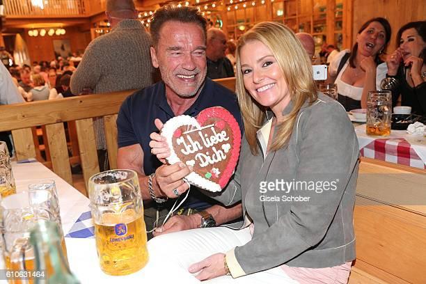 Arnold Schwarzenegger and his girlfriend Heather Milligan visit the Schuetzen Festzelt during the Oktoberfest at Theresienwiese on September 27 2016...