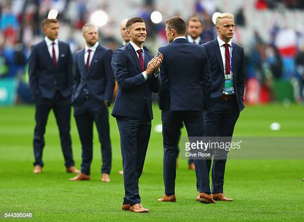 Arnor Ingvi Traustason and Iceland players inspect the pitch prior to the UEFA EURO 2016 quarter final match between France and Iceland at Stade de...
