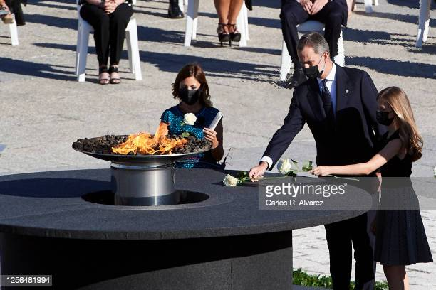 Aroa López nurse at the Vall d'Hebron hospital in Barcelona King Felipe VI of Spain and Crown Princess Leonor of Spain lay down flowers during the...