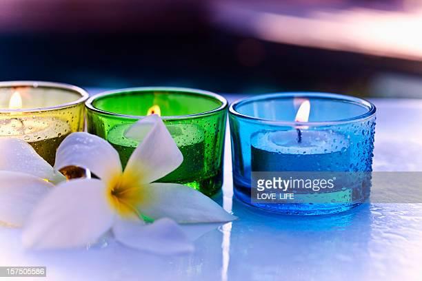 aromaterapia candela e fiori - cero foto e immagini stock